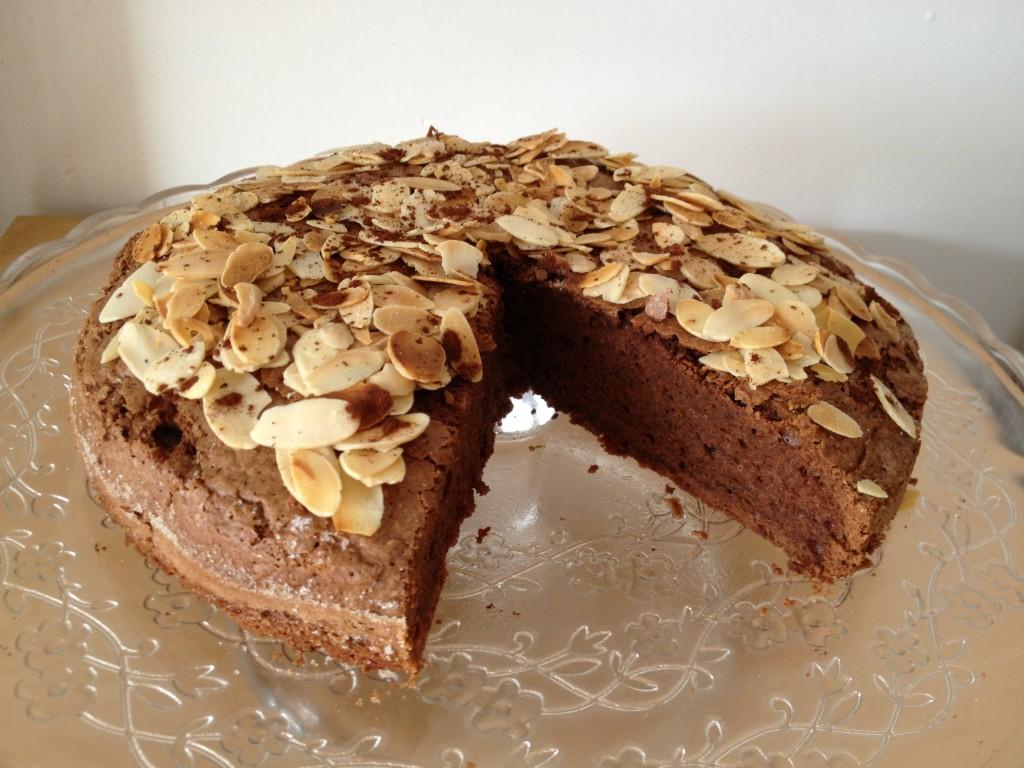 Gâteau moelleux au chocolat et amandes effilées