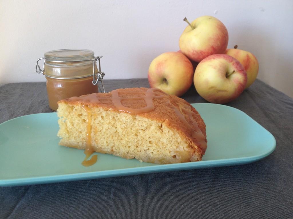 Quatre quart aux pommes façon tatin et caramel au beurre salé