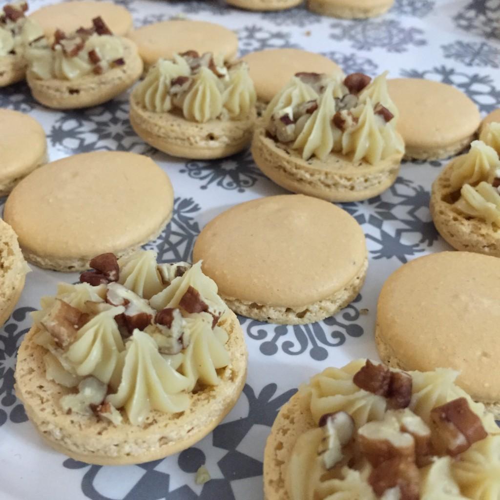 Macarons au sirop d'érable et noix de pécan